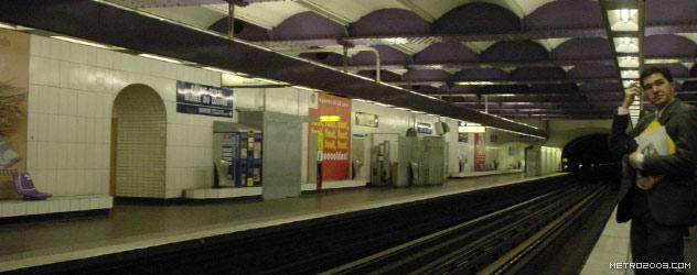 パリのメトロ Station de Métro parisien Palais Royal-Musée du Louvre