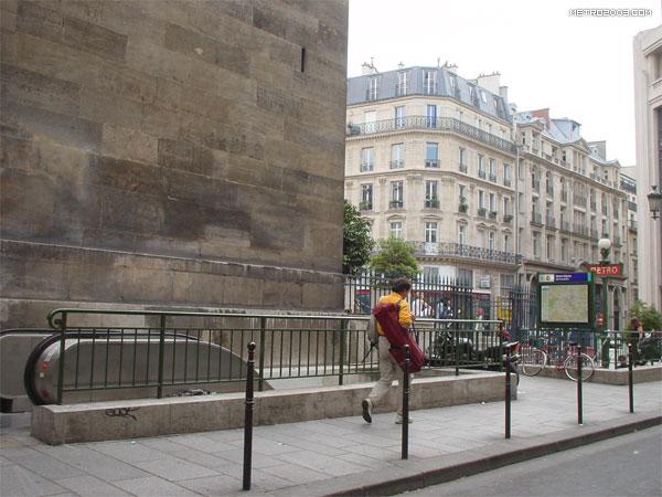 Notre dame de lorette metro a - Metro notre dame de lorette ...