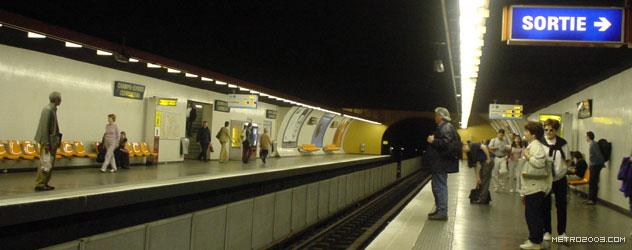 paris metro(パリのメトロ)Champs-Élysées Clemenceau></div>  <div id=