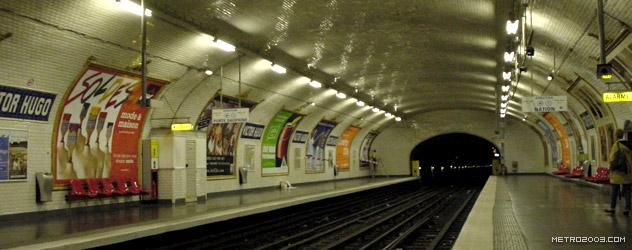 パリのメトロ Station de Métro parisien Victor Hugo