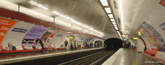 パリのメトロ Station de Métro parisien Château Rouge