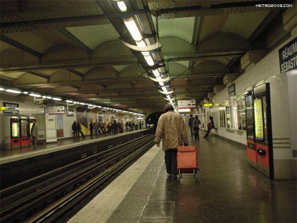 レオミュール=セバストポル駅