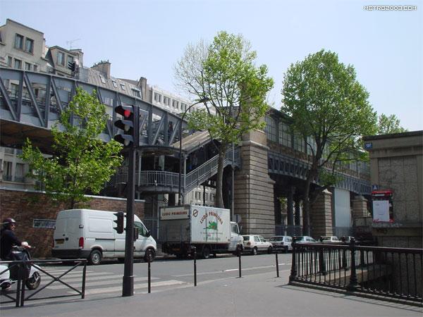 Jaurès(ジョレス駅)| パリの...