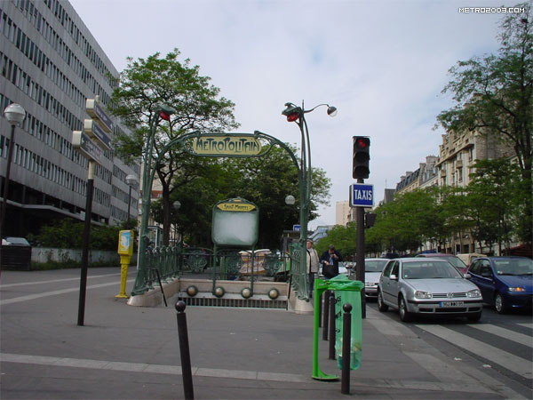 saint marcel metro a paris. Black Bedroom Furniture Sets. Home Design Ideas