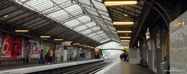 paris metro(パリのメトロ)Bir-Hakeim></div>  <div id=