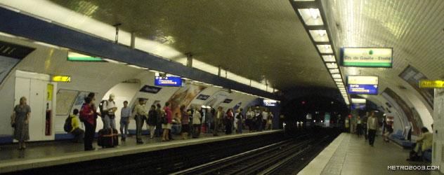 パリのメトロ Station de Métro parisien Place d'Italie