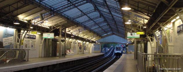 paris metro(パリのメトロ)Quai de la Gare></div>  <div id=