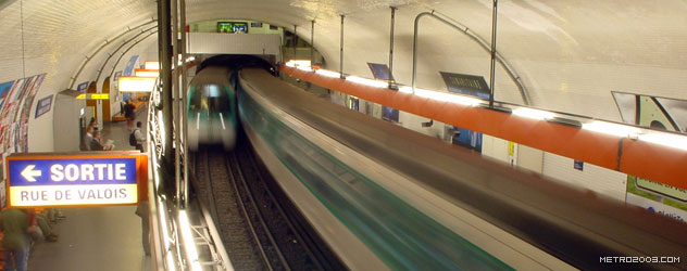 paris metro(パリのメトロ)Palais Royal Musée du Louvre></div>  <div id=