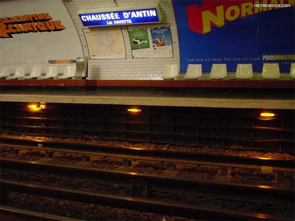 chauss e d 39 antin la fayette metro a paris. Black Bedroom Furniture Sets. Home Design Ideas